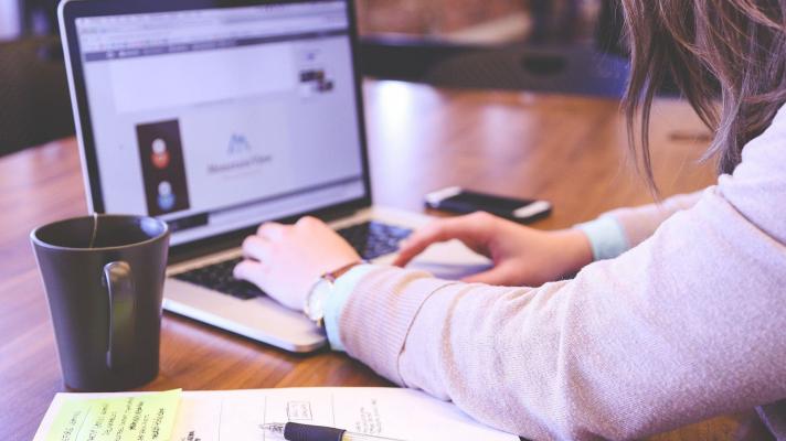 Por qué es una opción acertada inscribirse en un curso virtual